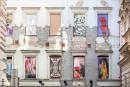 První výstavou Pohled do okna pražskou Divadelní ulici oživila nově otevřená outdoorová galerie Fasáda